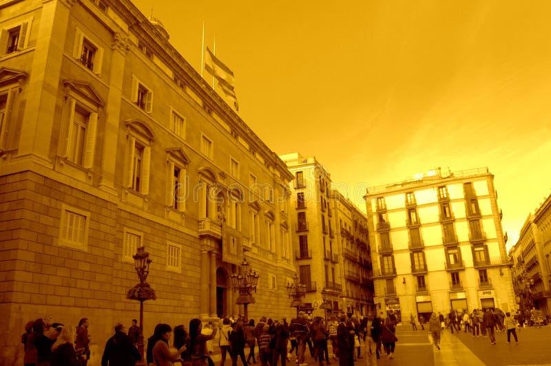 Vista della costruzione e del quadrato di governo della Catalogna fotografie stock libere da diritti