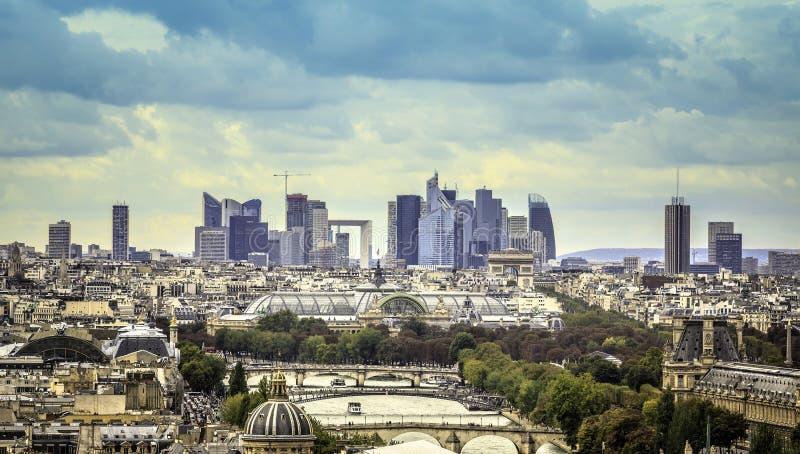 Vista della difesa della La del distretto aziendale a Parigi immagine stock libera da diritti
