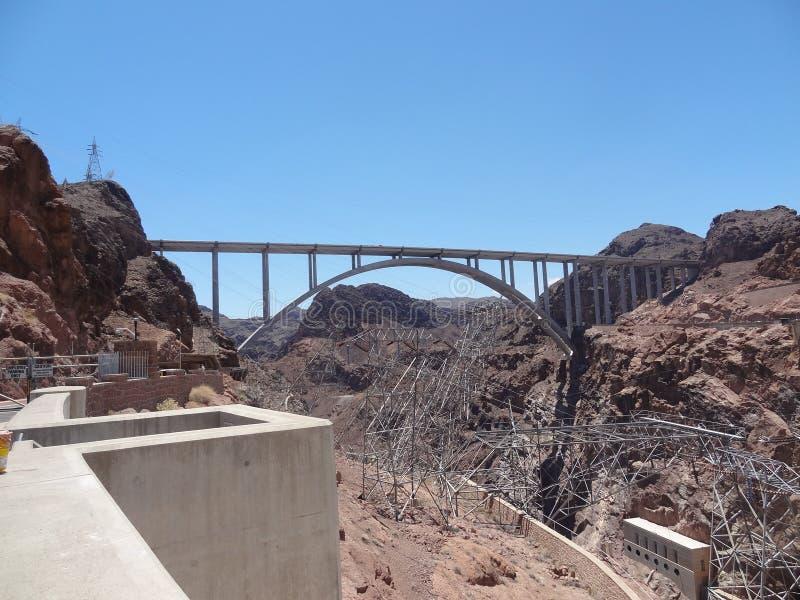 Vista della diga di aspirapolvere del ponte fotografie stock libere da diritti