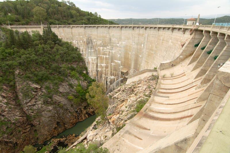 Vista della diga di Viña della La, situata vicino a Nono ed a Mina Clavero fotografia stock libera da diritti