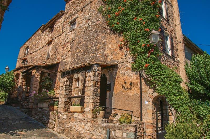 Free simple download vista della facciata di pietra della for Log e piani di casa in pietra
