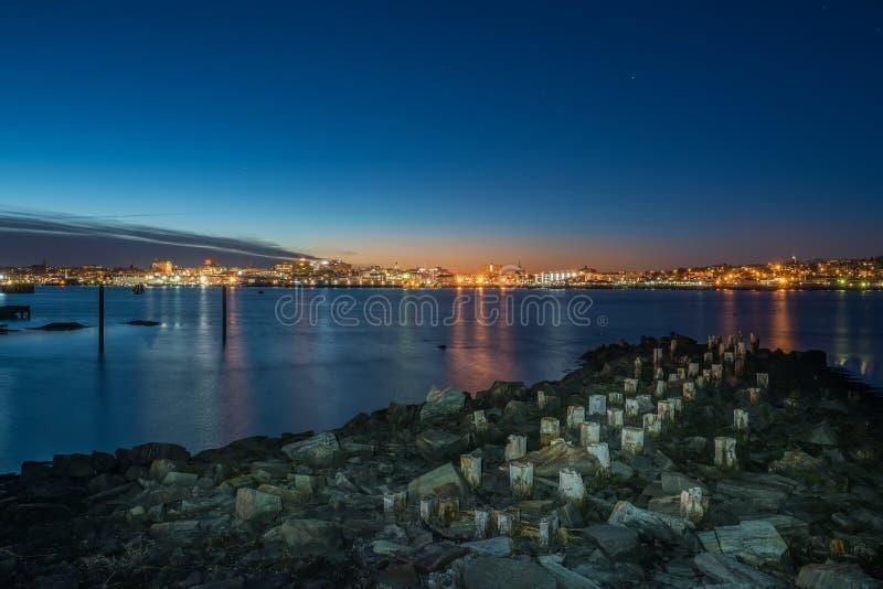 Vista della foto di notte di Portland Maine, U.S.A. immagini stock libere da diritti