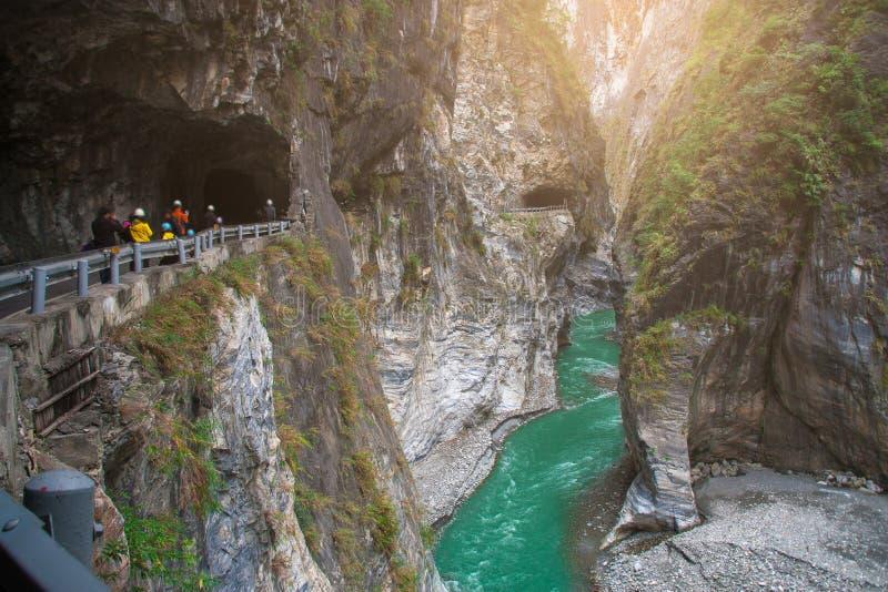 Vista della gola di Taroko e della traccia di escursione di vecchia traccia di Jhuilu nel parco nazionale di Taroko fotografie stock