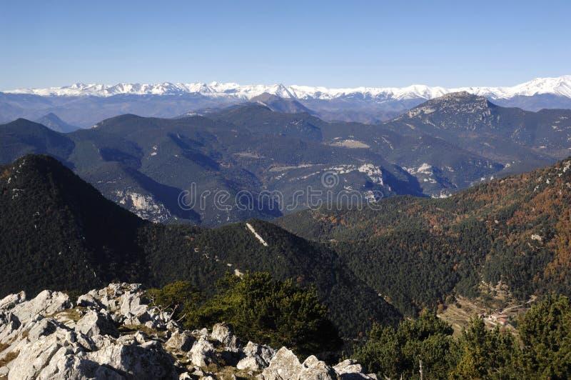 Vista della La Mare de Deu del Mon, Albanya, G del fron del moutain dei Pirenei immagini stock