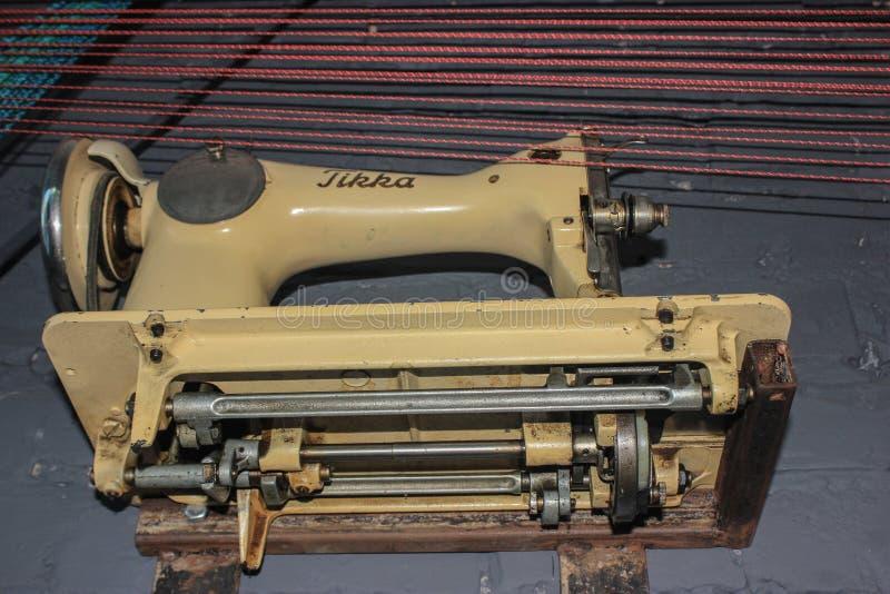 Vista della macchina per cucire di colore leggero da di sotto immagine stock libera da diritti