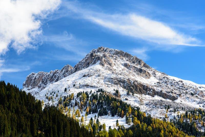 Vista della montagna del odle fotografia stock