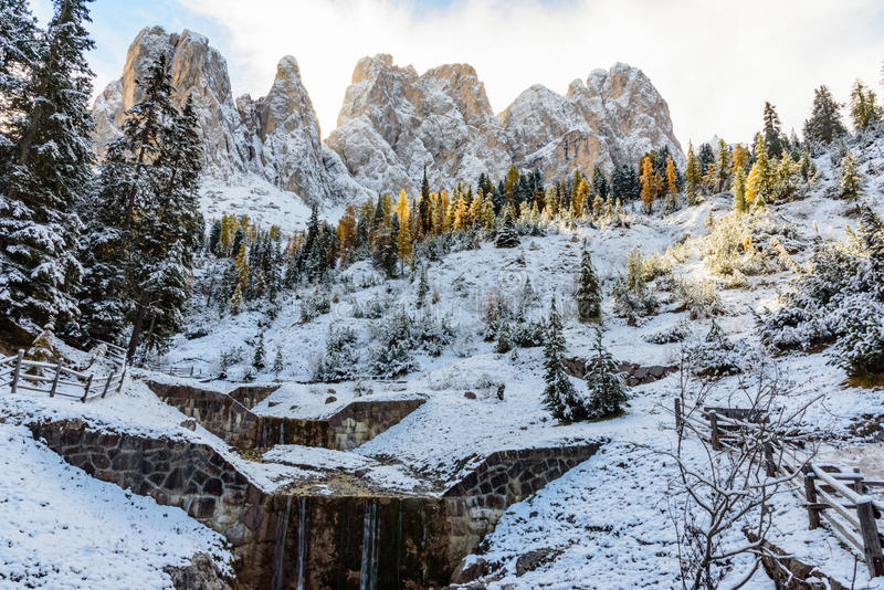 Vista della montagna del odle fotografie stock libere da diritti