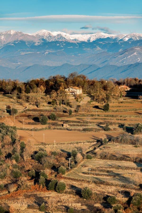 Vista della montagna di Canigou fotografia stock libera da diritti