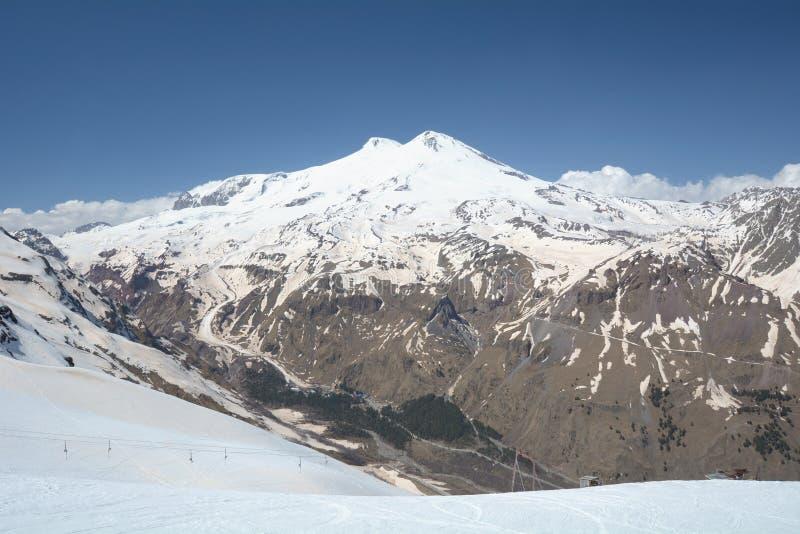 Vista della montagna Elbrus La Russia fotografia stock