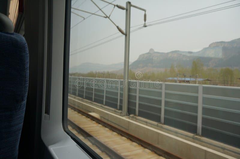 Vista della montagna Tai sul treno del motore fotografie stock
