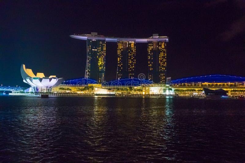 Vista della notte famosa di Singapore Marina Bay Sands Hotel At fotografie stock