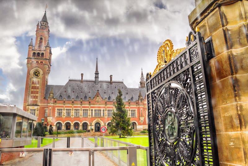Vista della pace Palaceis, costruzione amministrativa la corte internazionale di giustizia a L'aia fotografia stock libera da diritti