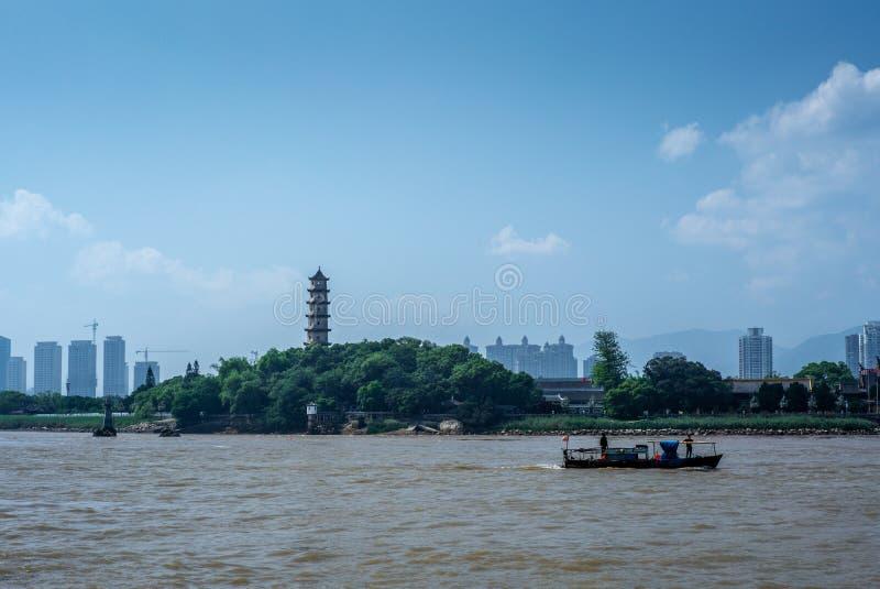 Vista della pagoda ad ovest sull'isola di Jiangxin in Wenzhou in Cina - 2 fotografia stock libera da diritti