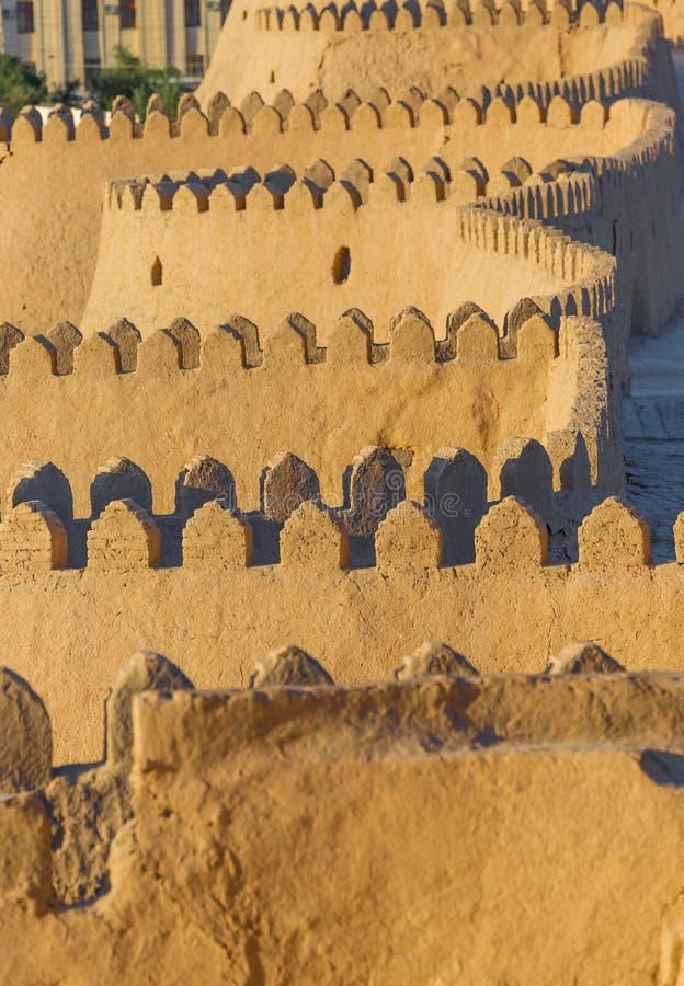 Vista della parete antica di Khiva, nell'Uzbekistan immagine stock