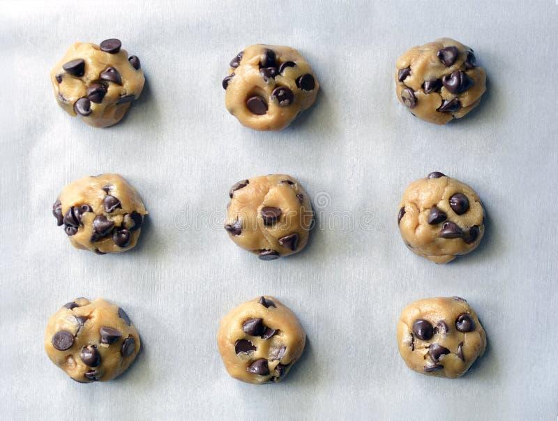 Vista della pasta del biscotto di pepita di cioccolato da sopra immagine stock