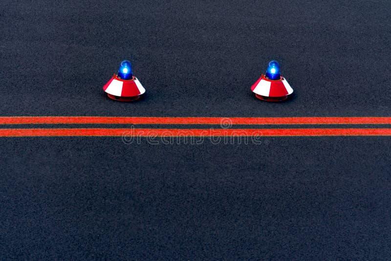 Vista della pista e di due luci di segnalazione fotografia stock libera da diritti