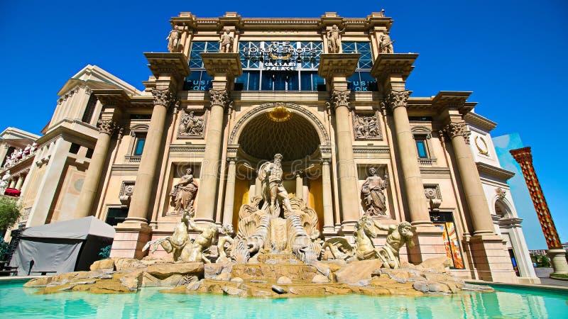 Vista della replica della fontana di Trevi nel negozio del forum a Las Vegas immagini stock