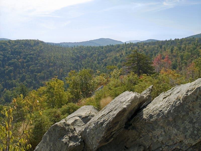 Download Vista della roccia fotografia stock. Immagine di colori - 3886198