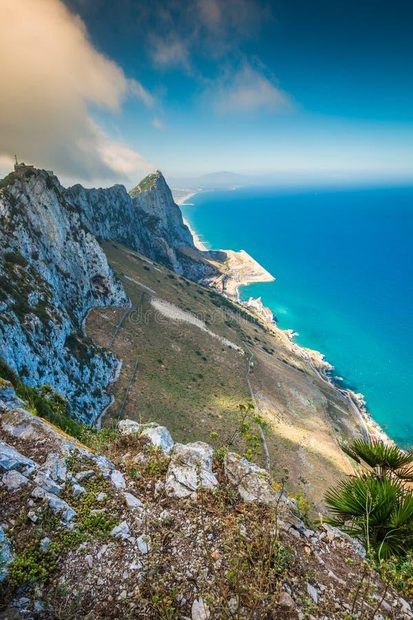 Vista della roccia di Gibilterra dalla roccia superiore fotografie stock libere da diritti