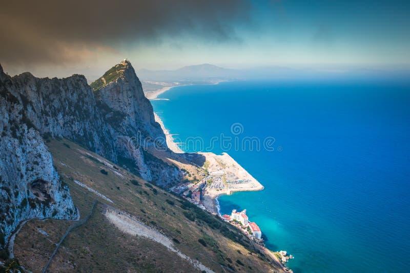 Vista della roccia di Gibilterra dalla roccia superiore fotografia stock libera da diritti