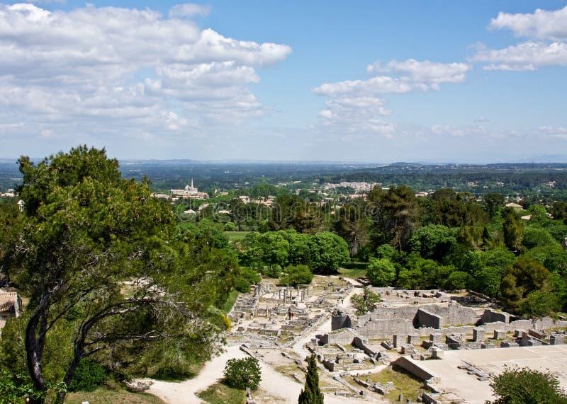 Vista della San-Rémy-de-Provenza da Glanum fotografie stock libere da diritti