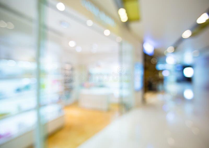 Vista della sfuocatura del centro commerciale fotografia stock