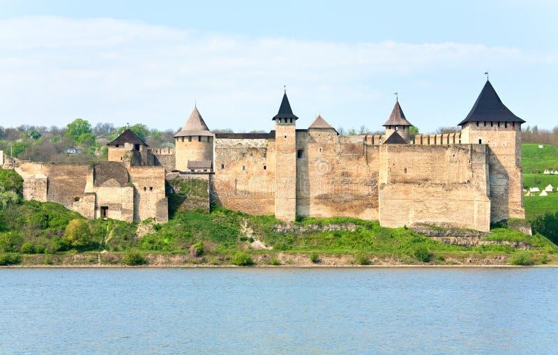 Vista della sorgente della fortezza di Khotyn (Ucraina) immagine stock