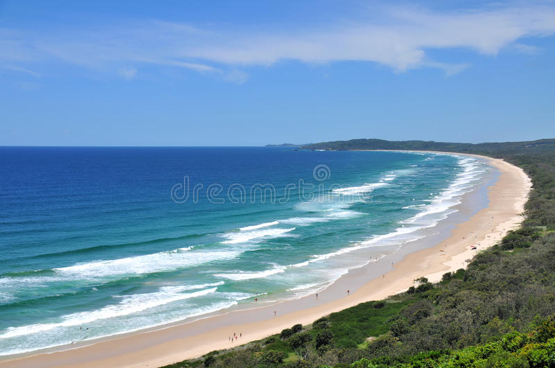 Vista della spiaggia alla baia di Byron fotografia stock libera da diritti