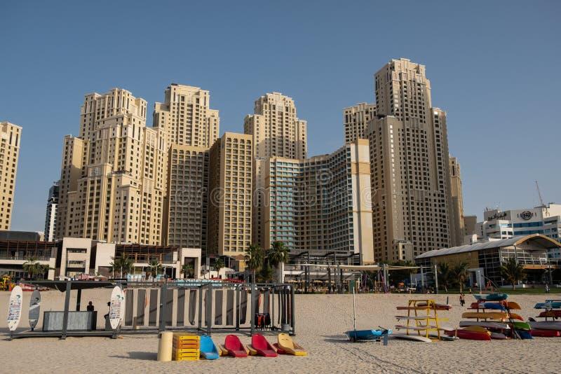 Vista della spiaggia del porticciolo del Dubai, Emirati Arabi Uniti fotografia stock libera da diritti