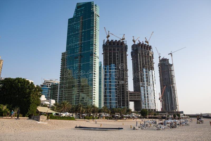 Vista della spiaggia del porticciolo del Dubai, Emirati Arabi Uniti immagini stock libere da diritti