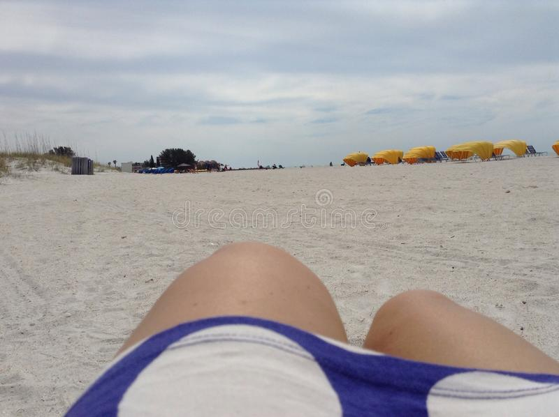 Vista della spiaggia dell'oceano fotografia stock libera da diritti