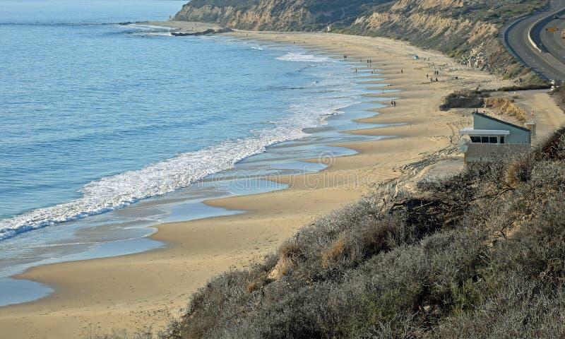 Vista della spiaggia di Crystal Cove State Park in California del sud fotografia stock libera da diritti