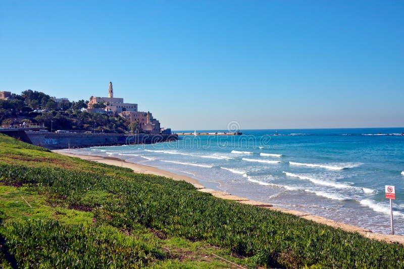 Vista della spiaggia e delle costruzioni della città immagini stock libere da diritti