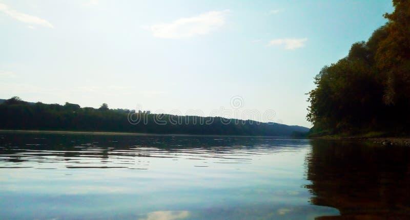 Vista della sponda del fiume fotografia stock libera da diritti