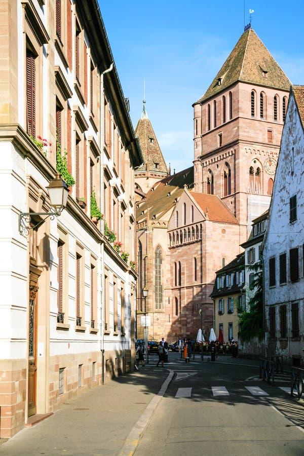 Vista della st Thomas Church nella città di Strasburgo fotografia stock