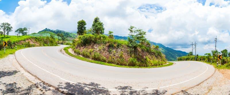 Vista della strada asfaltata della curva, panorama fotografia stock libera da diritti