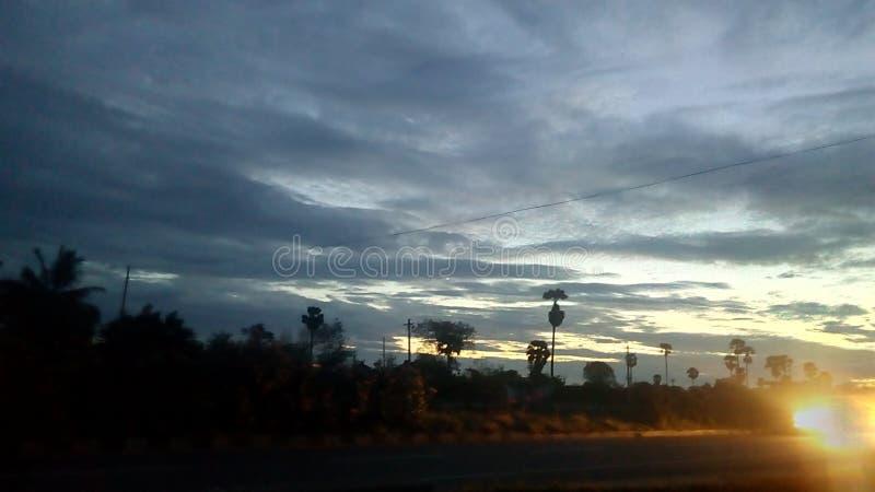 Vista della strada di primo mattino fotografie stock