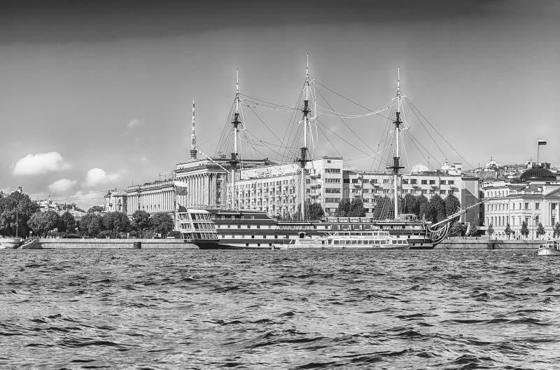 Vista della tolleranza della fregata, St Petersburg, Russia immagine stock libera da diritti