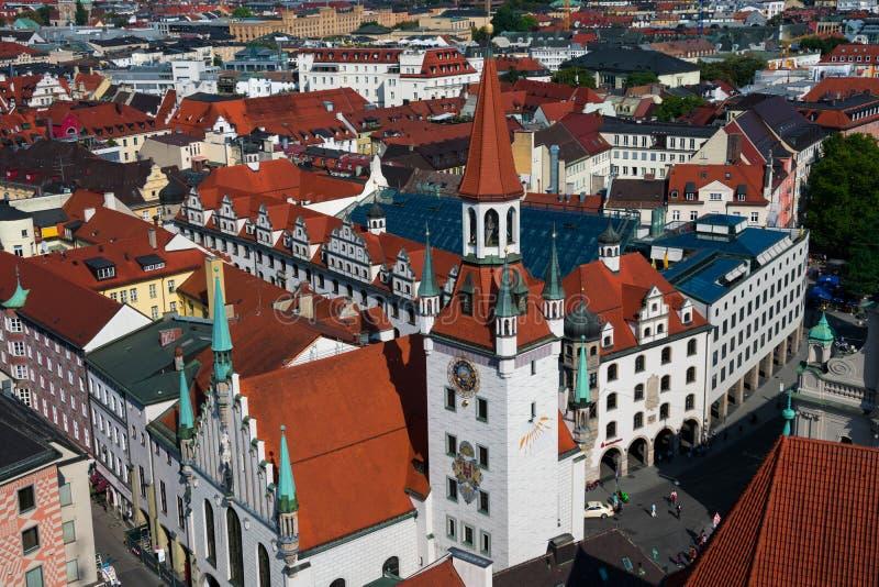 Vista della torre della città di Monaco di Baviera e di orologio di Città Vecchia Corridoio fotografie stock