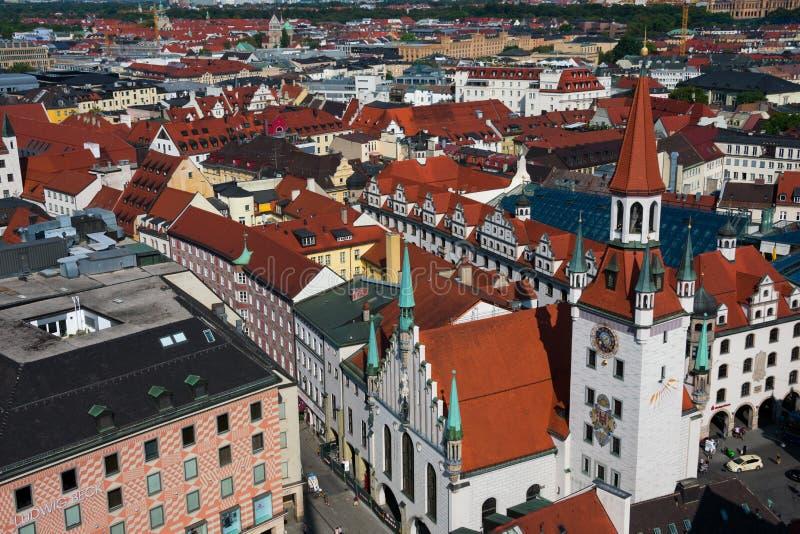 Vista della torre della città di Monaco di Baviera e di orologio di Città Vecchia Corridoio fotografia stock