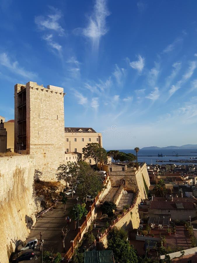 Vista della torre dell'elefante, Cagliari Sardegna Italia fotografie stock