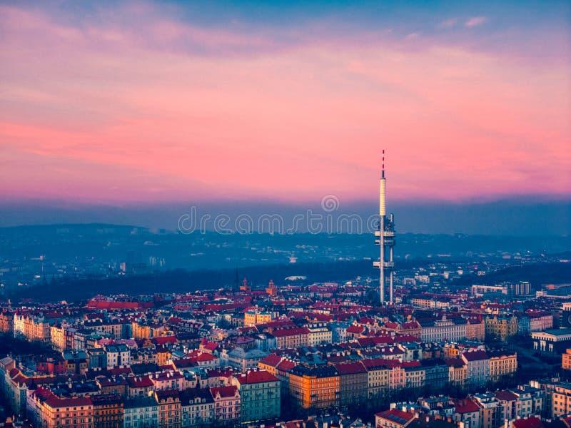 Vista della torre di Praga sopra la citt? immagini stock libere da diritti
