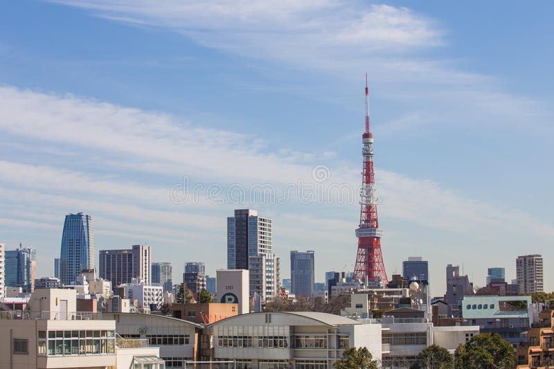 Vista della torre di Tokyo dalla collina di Roppongi nel Giappone immagine stock