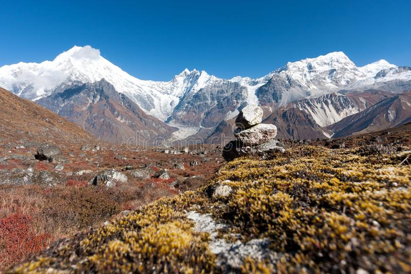 Vista della valle di Langtang con il Mt Langtang Lirung nei precedenti, Langtang, Bagmati, Nepal immagini stock libere da diritti