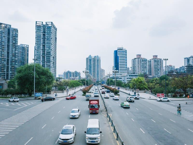 Vista della via a Chengdu del centro, Cina fotografia stock