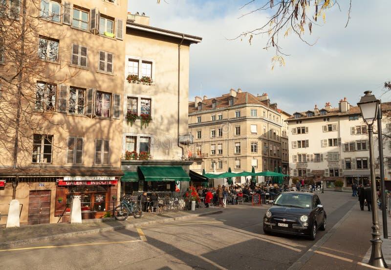 Vista della via della città di Ginevra al giorno soleggiato immagini stock libere da diritti