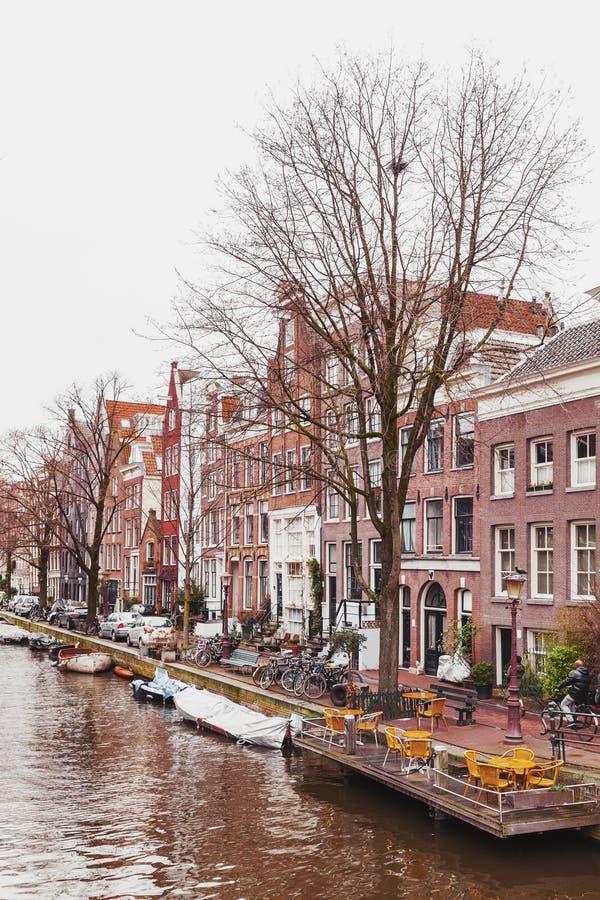 Vista della via del canale Autunno a Amsterdam immagini stock libere da diritti
