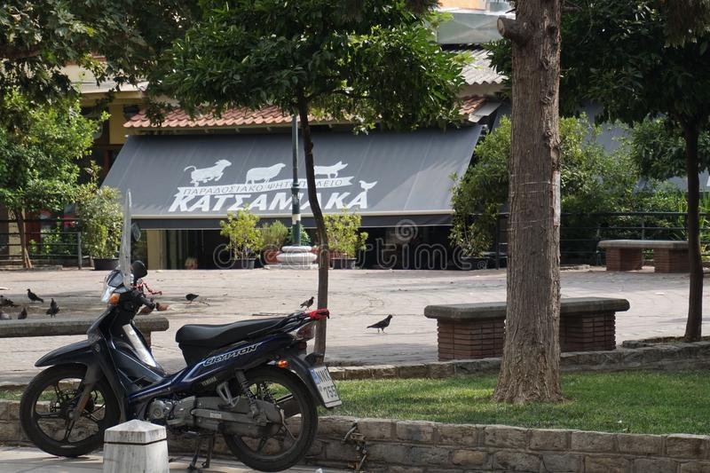 Vista della via del centro urbano di Salonicco fotografia stock libera da diritti