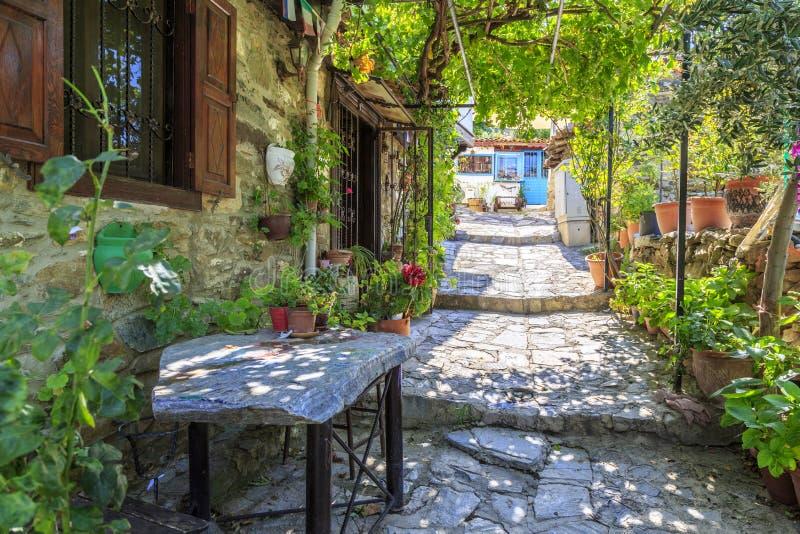 Vista della via del villaggio nella provvidenza di Smirne, Turchia di Sirince immagine stock libera da diritti