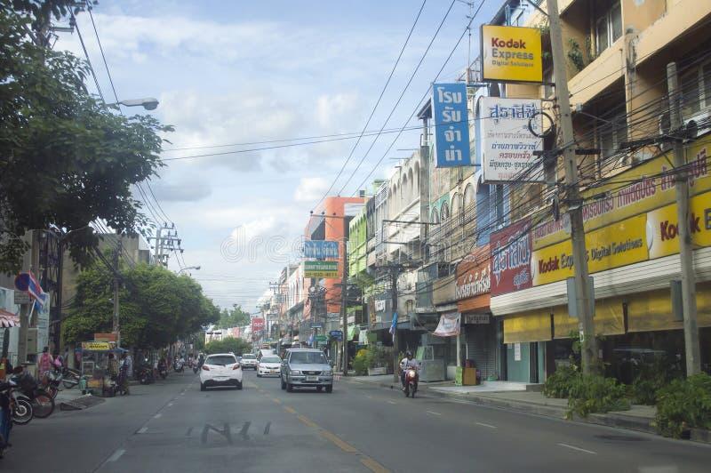 Vista della via della strada di Daeng di baccano in Tailandia fotografia stock